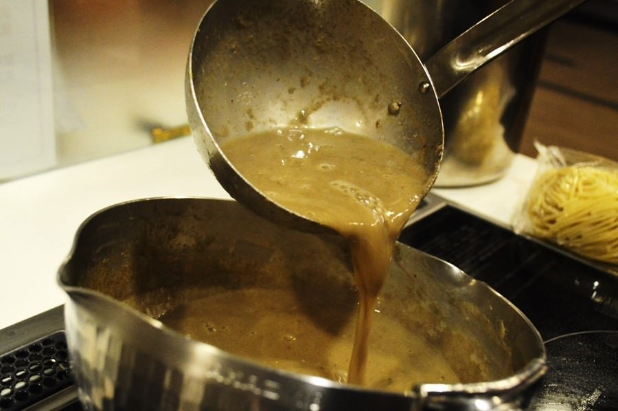 濃厚煮干し業務用ラーメンスープ