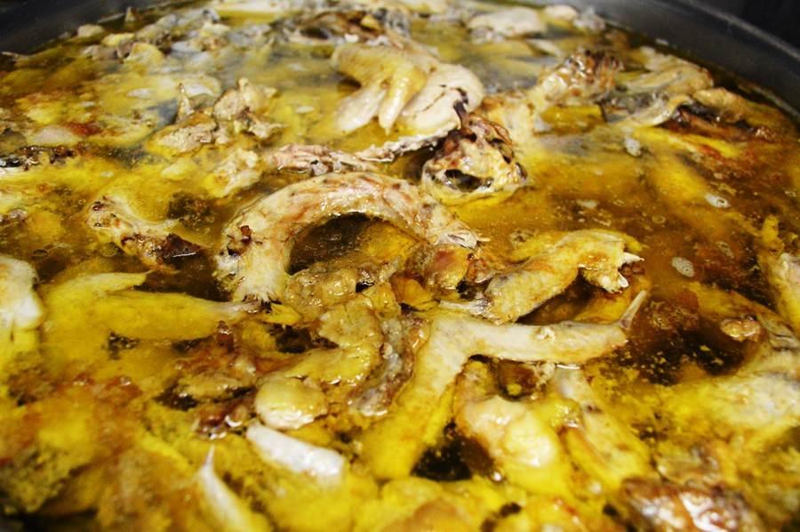 鶏ガラでラーメンスープ